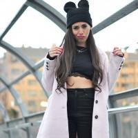 MBFWM_Febrero2015_pink-coat_lingerie_sneakers_03-1