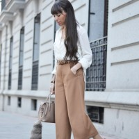 Culotte-pants-outfit_white-sneakers_street-style_1-1