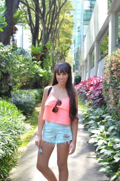 Singapore_Marinabay-Sands-Hotel-Littel-India_floral-sneakers-street-style_12-1
