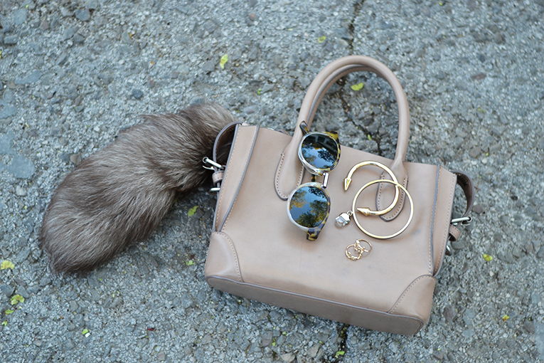 Street style outfit, beige bag, mr boho sunglasses, love ring, arrow bracelet