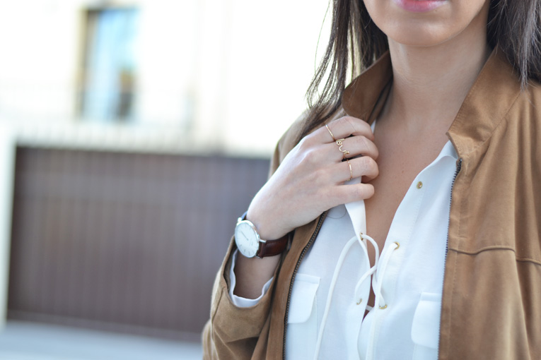 suede jacket, wildfox sunglasses, white clutch with golden details, street style, daniel wellington watch, ring love