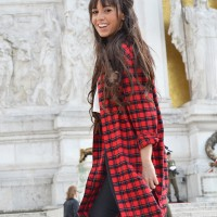TARTAN-SHIRT-DRESS_street-style_white-sneakers_01-1