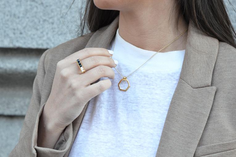 Street style, Beige set of pants and blazer,minimal jewels, li jewels, hexagon necklace