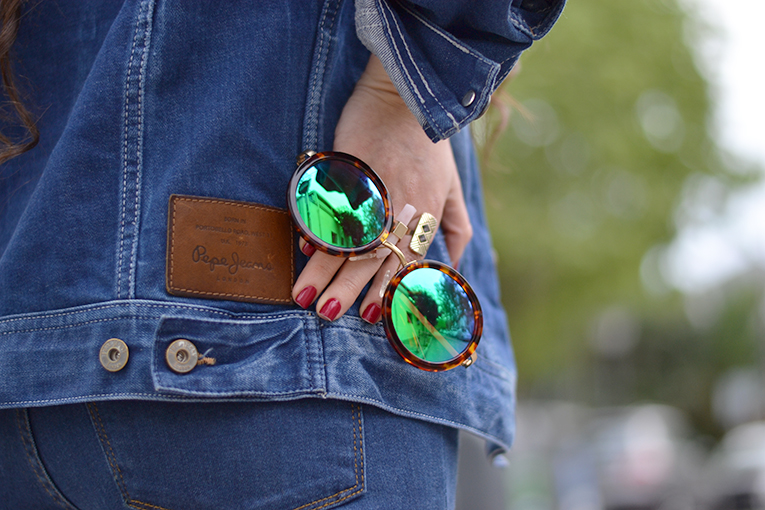 cut out sides top, high waist jeans, mustang sneakers, customized denim jacket, mirror sunglasses