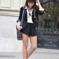 VODI-SHORTS_black-and-white_cut-out-boots_street-style_01-1