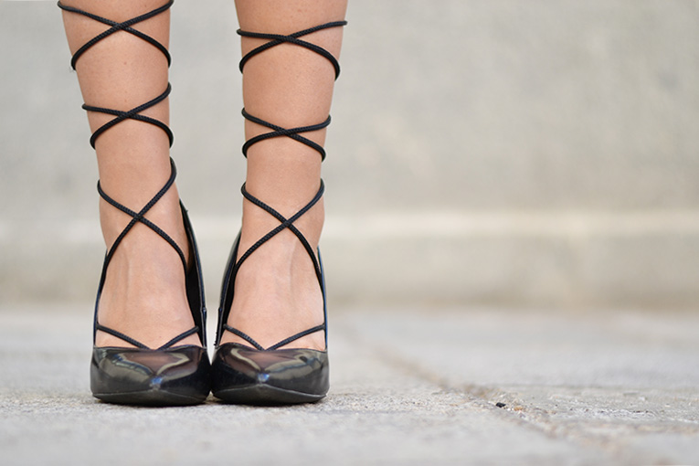 Street style, lace up shoes, heels, DIY lace up shoes
