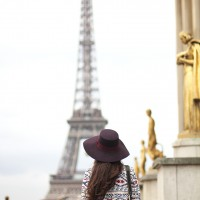 Paris-with-La-Redoute_street-style_matchy-matchy_ethnic-print_bow-in-a-shirt_white-sneakers_01-1