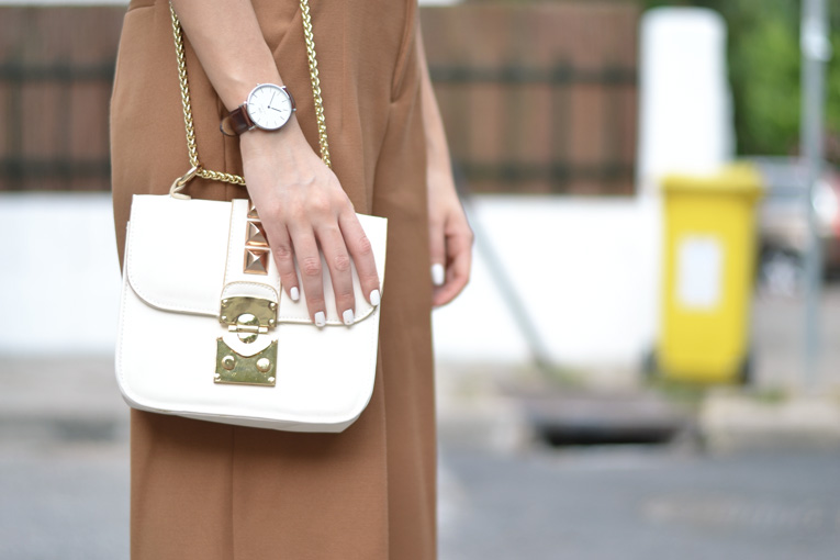 white bag, vale ntino bag, clutch, daniel welllington, watch