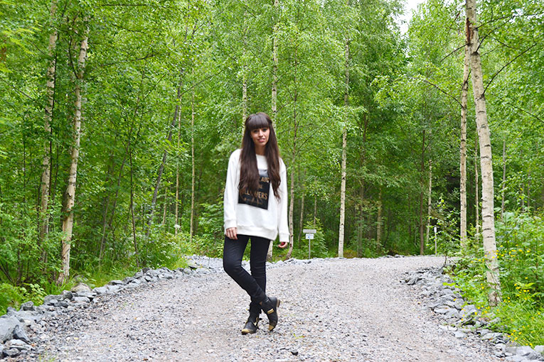 Travel, Finland, Savonranta, forest, vegetation, street style, sweatshirt, message sweatshirt, high waisted pants, studded boots, Ask Santa for more followers