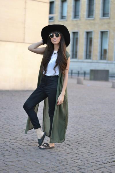 Helsinki-Finland-street-style_hat_long-blouse_01-2