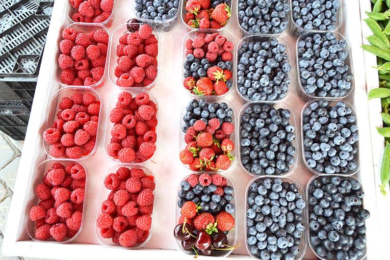 Visit Finland, Helsinki, Market square, berries