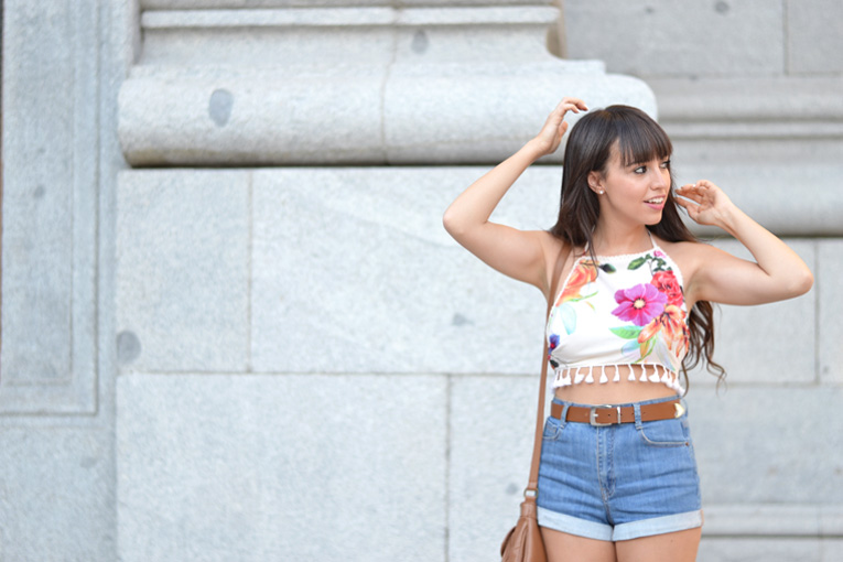 Street style, floral backless crop top, floral print, high waisted shorts, lookbook store