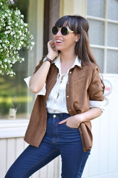 Finland_Savonlinna_Kerimaki_suede-shirt_lace-shirt_high-waisted-jeans_round_sunglasses_28129-1