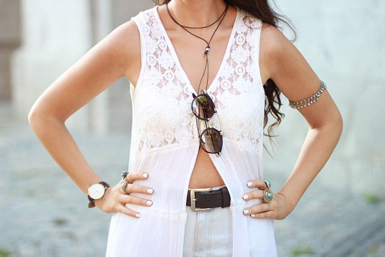 Street style, boho style, maxi blouse, long blouse, total white, ibiza, high waisted shorts, chunky shoes, massada sunglasses
