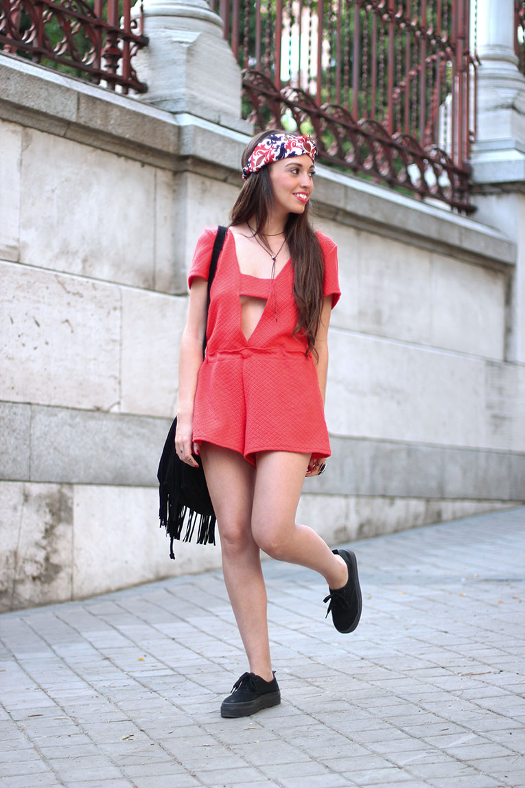Street style, red romper, red playsuit, fringed bag, black flatforms, ethnic turban, jumper it collection, flash tatoos, fake tatoo