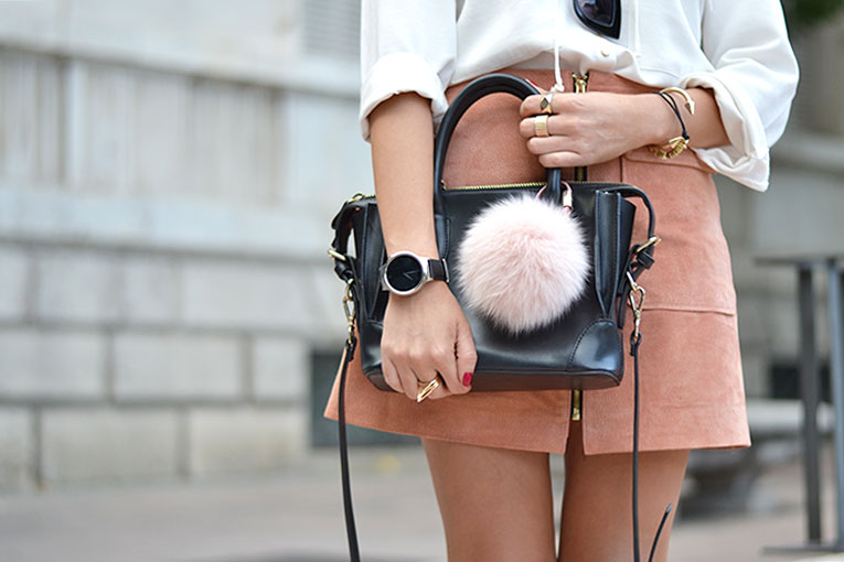 Street style, suede skirt, salmon skirt, A skirt, trapeze skirt, wearable, bag pom pom, huawei smart watch, collaboration,