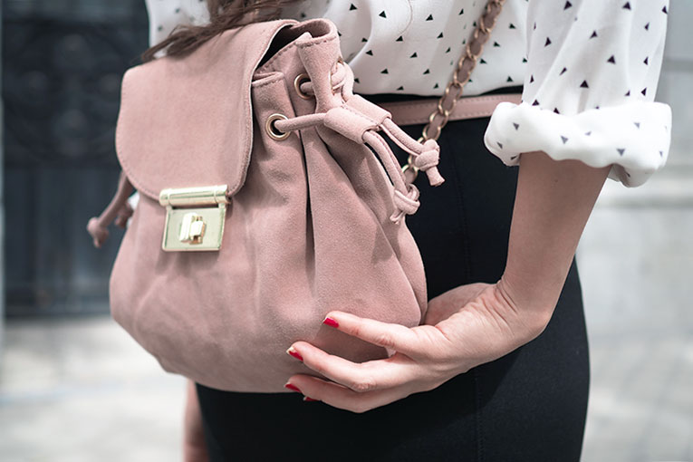 Street Style, La Redoute total look, office outfit, college outfit, bow shirt, pencil midi skirt, grey coat, print shirt, pink backpack