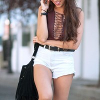 Lace-up-body_street-style_black-hat-outfit_fringed-bag_festival-look_01