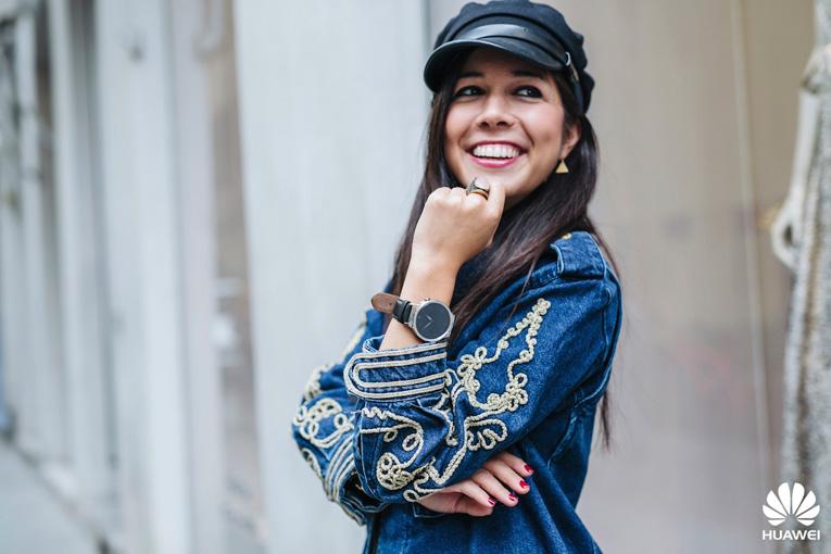 Street style Milan, Military cap, Huawei smartwatch, Milan Fashion Week, Oversize denim jacket, Bloggers in Milan, Dos tacones para mi armario