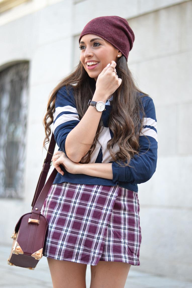 Street style, tartan skirt, letterman t-shirt, beanie, marsala, burgundy, sneaker, beanie, daniel wellington