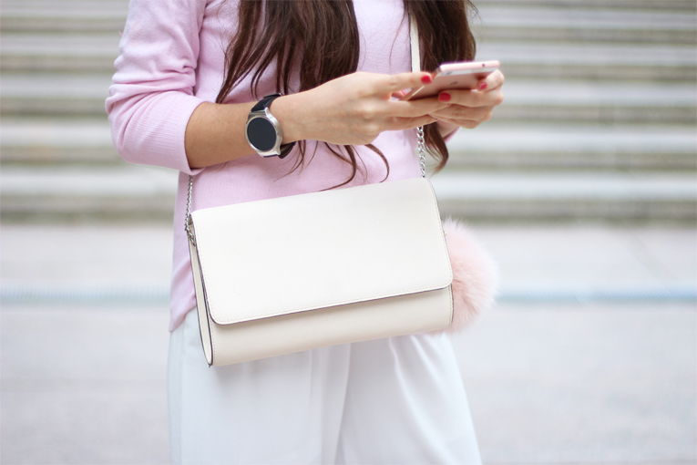 Street style, Pink sweater, off the shoulder sweater, pom pom bag, palazzo white pants, huawei p8 lite