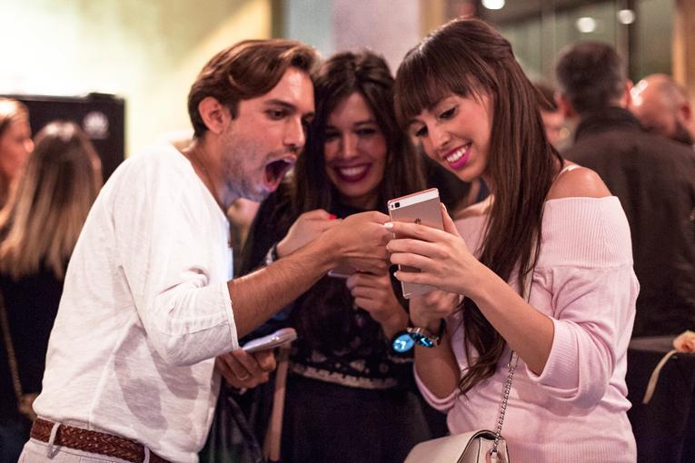 Huawei P8 Lite rosa, bloggers, carlos arlenas, maria pintado, sara salah, smartwatch