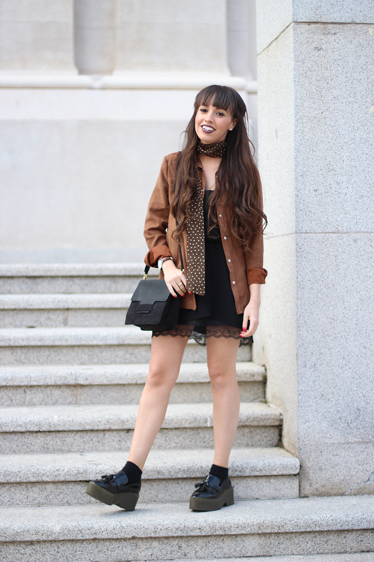 Street style, skinny scarf, lace dress, suede shirt, La Redoute outfit, Daniel Wellington