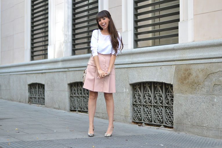 Coralie Marabelle for La Redoute, pink trapeze skirt, snake print shoes, lady outfit