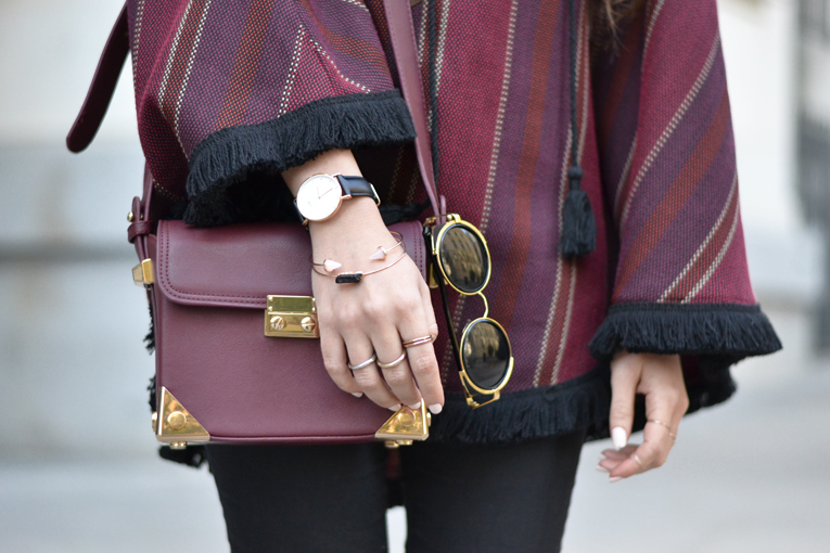 Street style, ethnic poncho, rounded sunglasses, daniel wellington watches