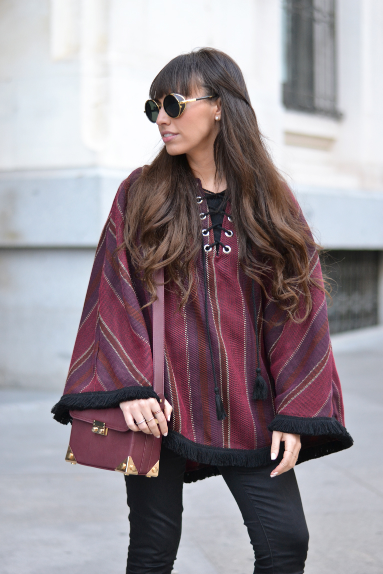 Street style, ethnic poncho, mexican moccasins, rounded sunglasses, daniel wellington watches