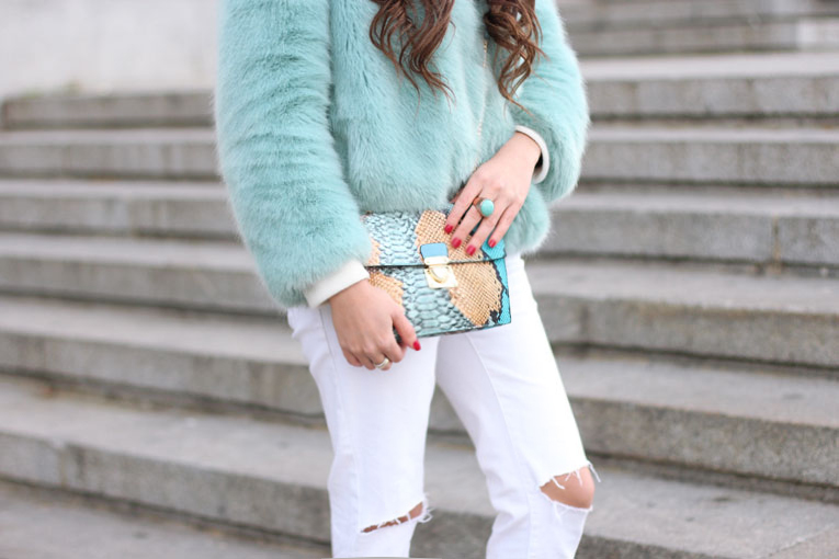 faux fur blue coat, ripped pants, snake print bag, street style
