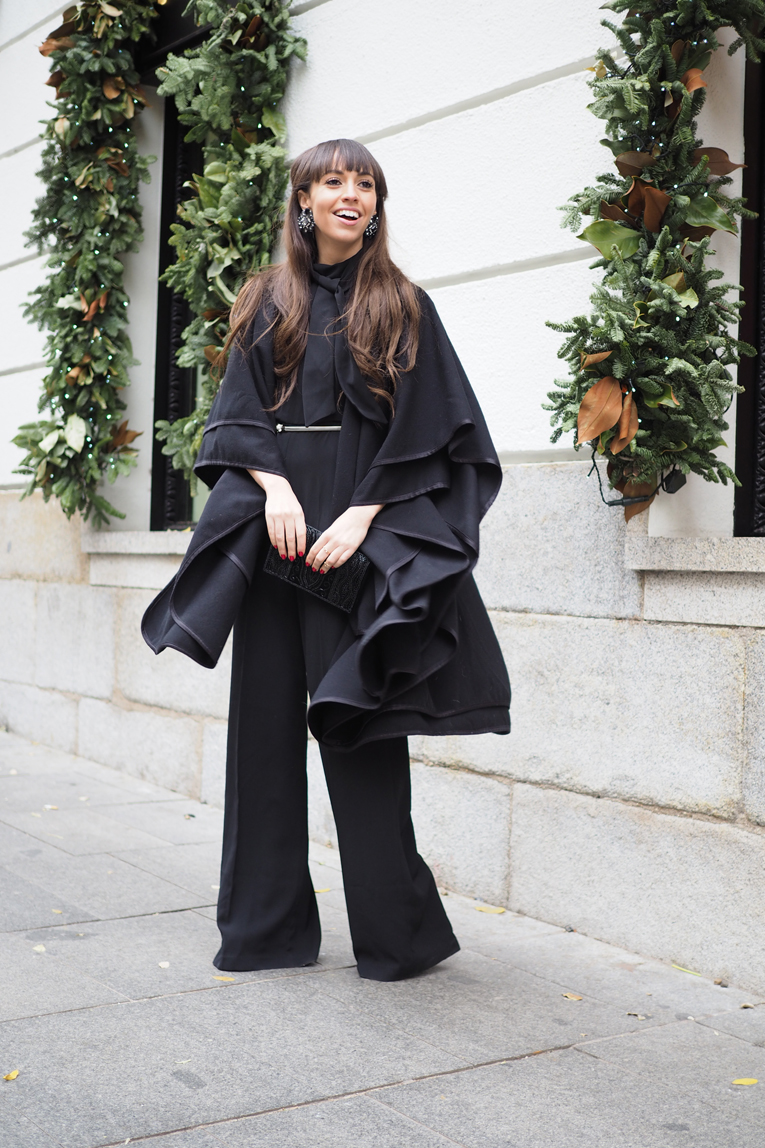 Christmas outfit, total black outfit, flared jumpsuit, black cape, dress up look, la redoute total look