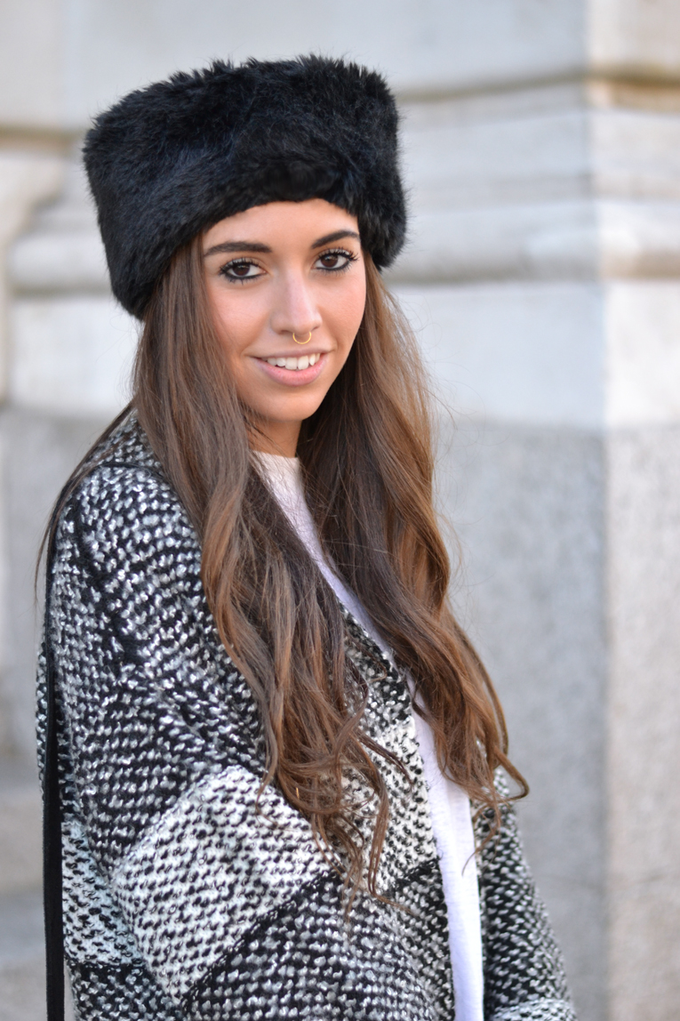 Street Style, Long Cardigan, Faux fur headband, nose septum, black and white outfit, winter look