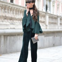 velvet-flared-pants_christmas-outfit_flared-sleeves-top_street-style_280129-2