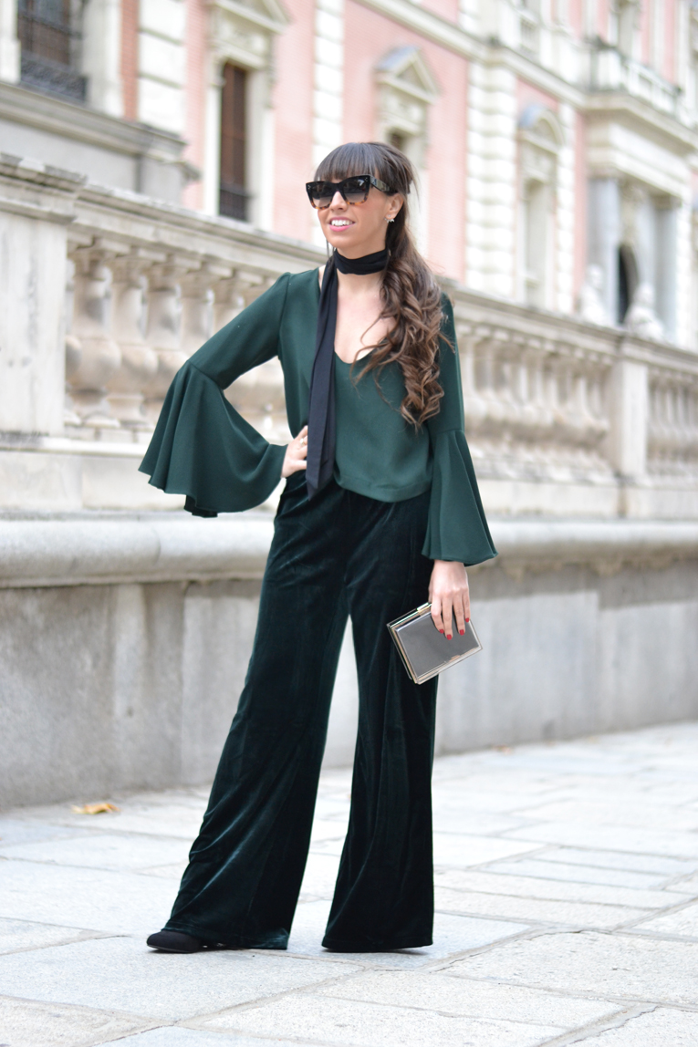 Street style, Velvet flared pants, green pants, flared sleeves top, total green, maxi sunglasses, ponytail, chritsmas outfit