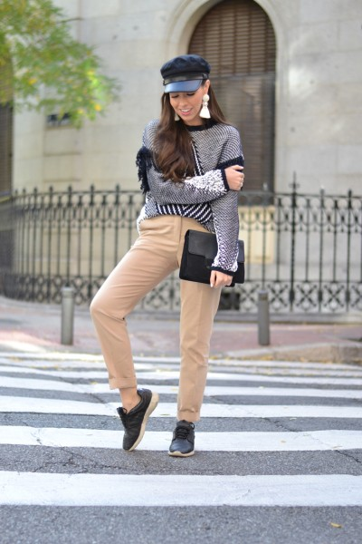 Cozy-sweater_military-cap_black-sneakers_street-style_winter-outfit_01-2.jpg-2
