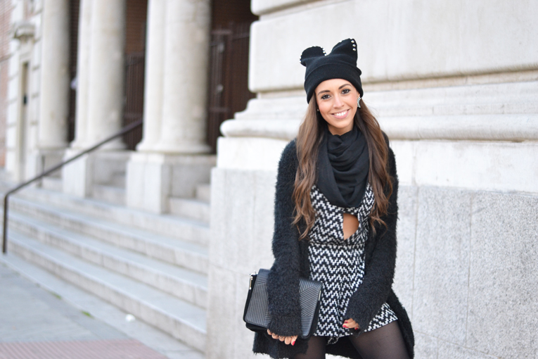 Total black outfit, cat beanie, jumpsuit, flatforms moccasins, cozy jacket