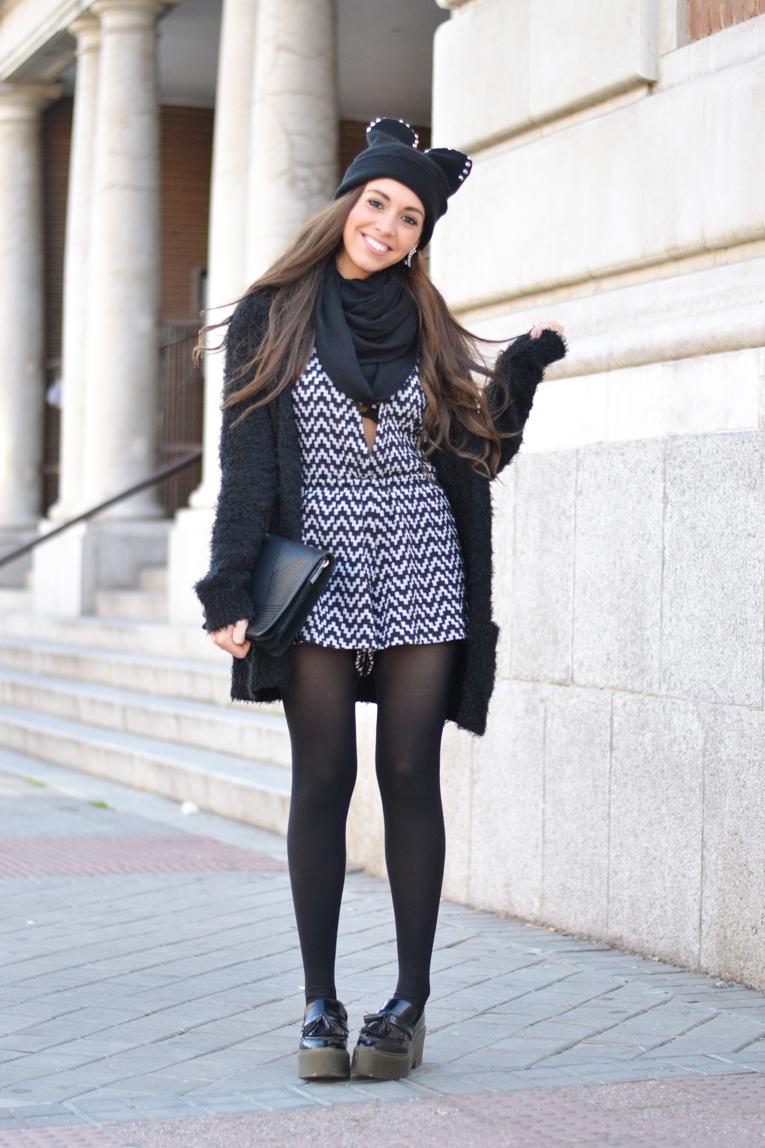 Total black outfit, cat beanie, jumpsuit, flatforms moccasins, cozy jacket
