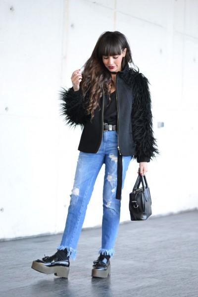 Street style outfit, frayed denim, fringed denim, lace bra, flatform moccasins, skinny scarf, smart watch huawei