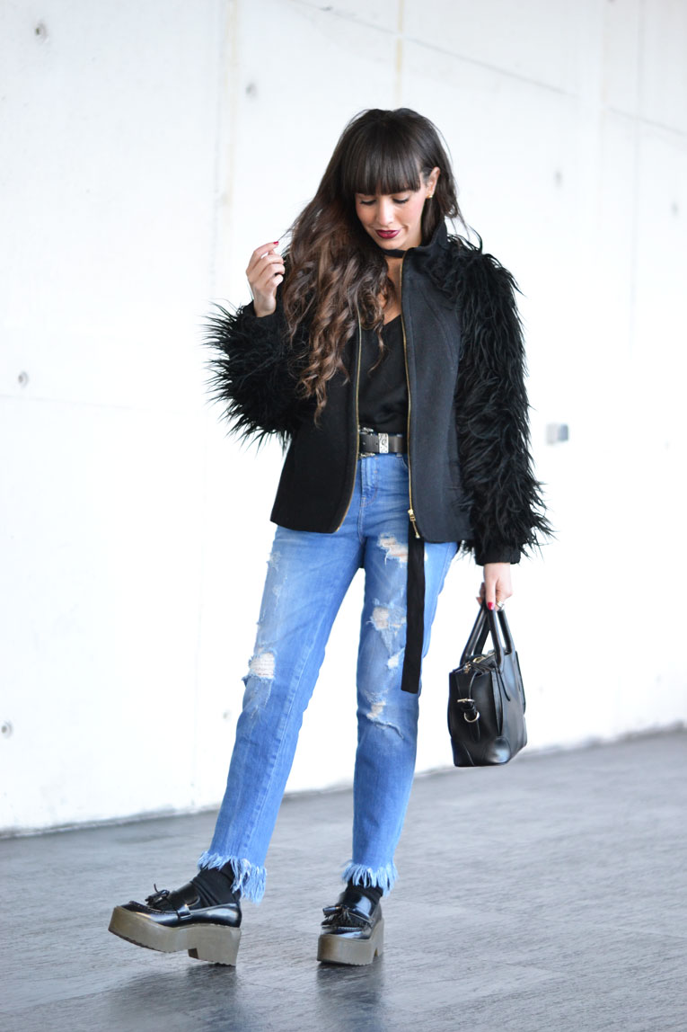 Street style outfit, frayed denim, fringed denim, lace bra, flatform moccasins, skinny scarf, smart watch huawei
