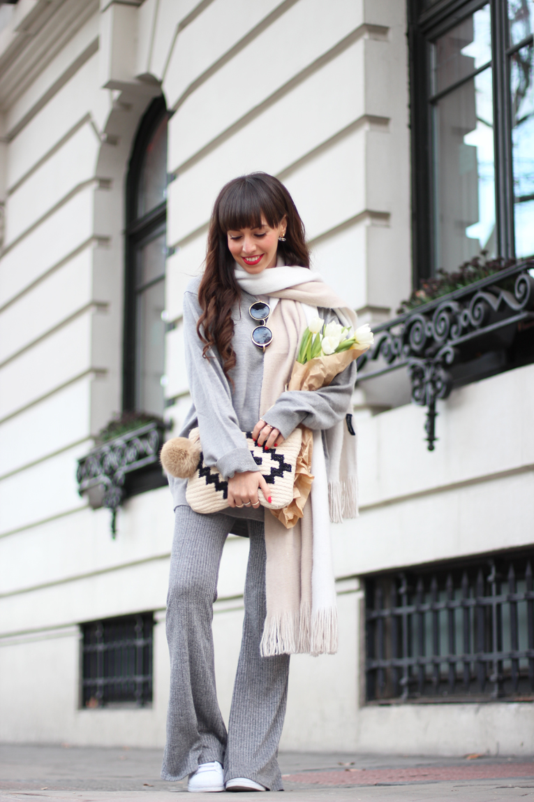 Street style, winter outfit, total grey outfit, flared knitted pants, white sneakers