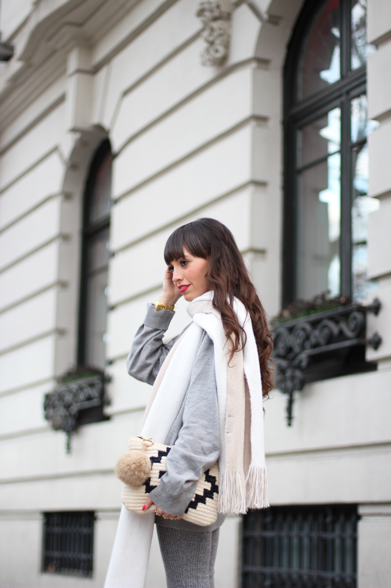 Total-grey-outfit_street-style_flared-knitted-pants_winter-outfit_(02)