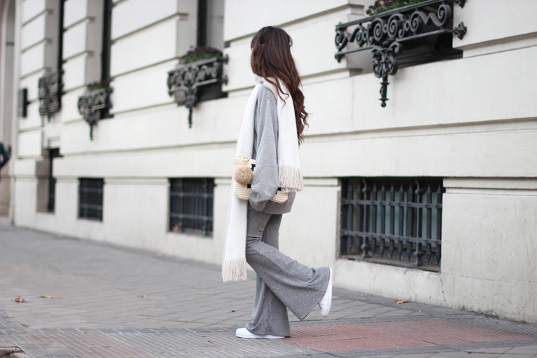 Total-grey-outfit_street-style_flared-knitted-pants_winter-outfit_(03)