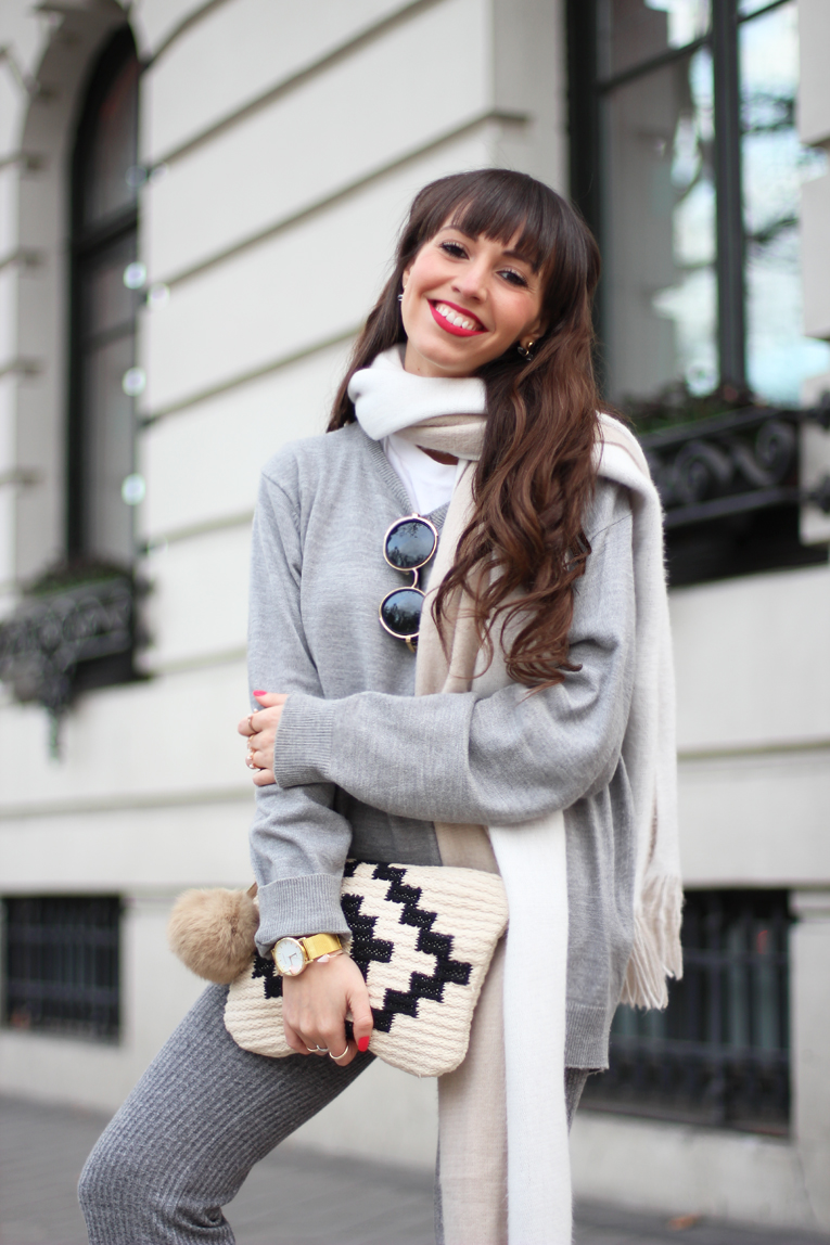 Total-grey-outfit_street-style_flared-knitted-pants_winter-outfit_(04)