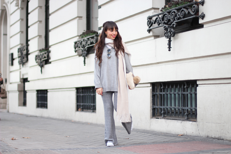 Total-grey-outfit_street-style_flared-knitted-pants_winter-outfit_(07)