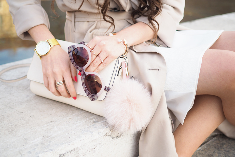 Street style, trench coat, gold watch, gold accessories