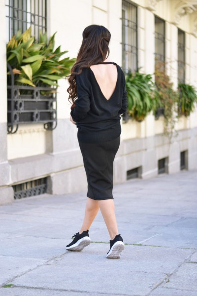 Backless-sweater_midi-skirt_sneakers_pom-pom_03