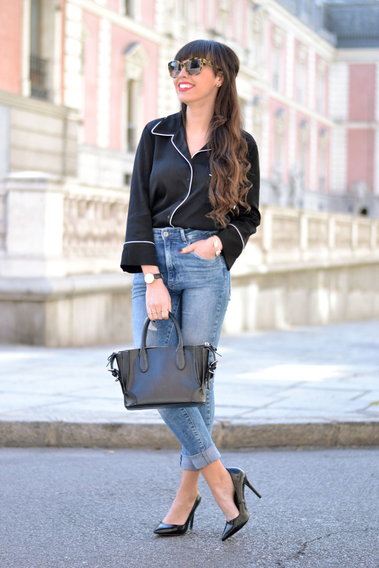 Street style, pajamas blouse, pyjamas blouse, ripped jeans, Lifestyle Day