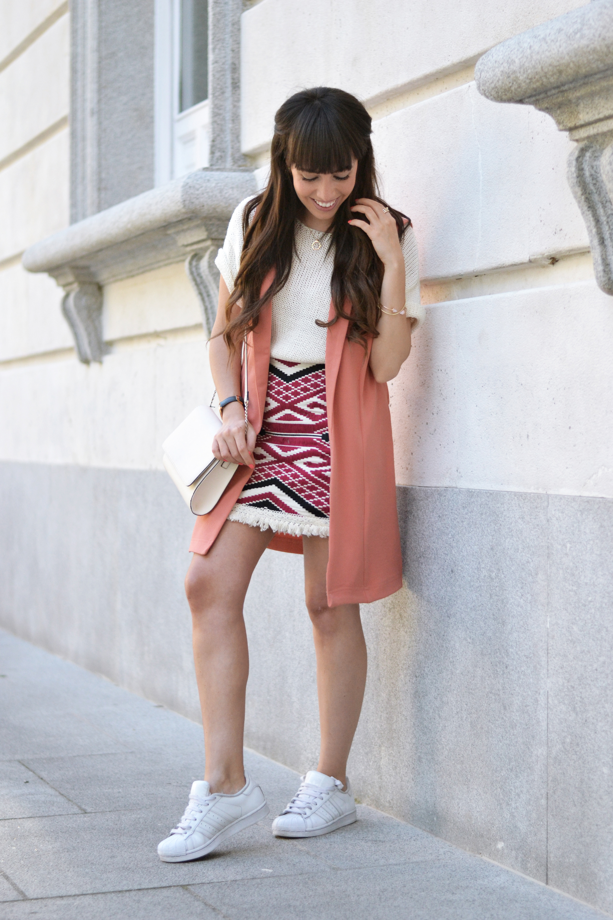 coral-spring-outfit_ethnic-print-skirt_street-style_01