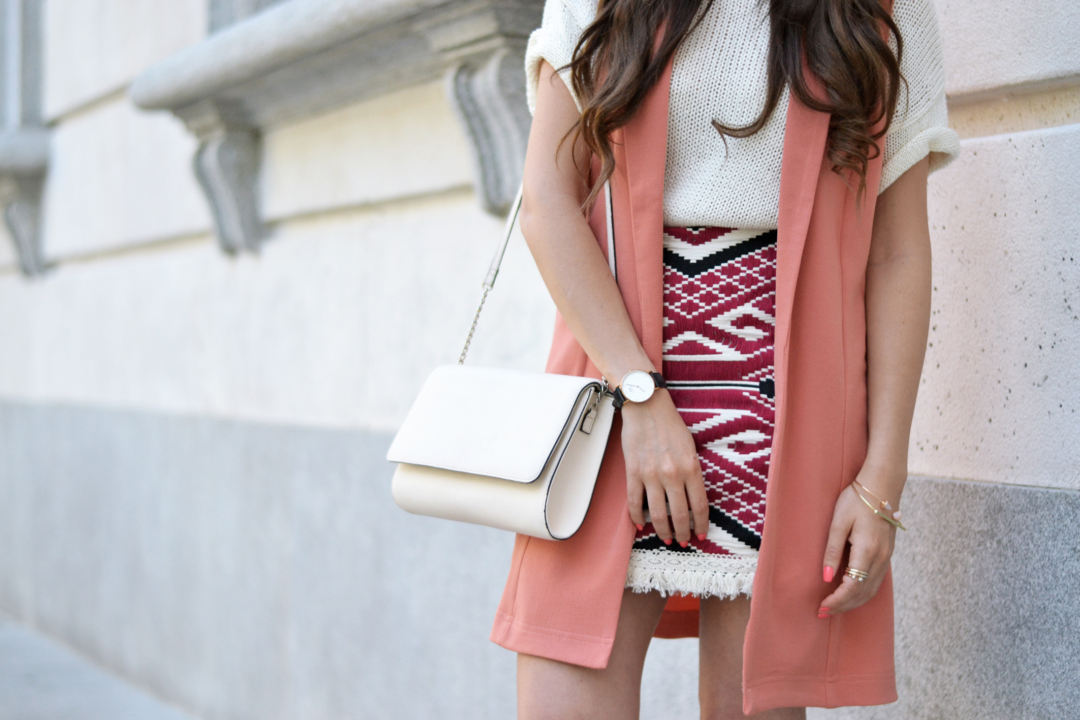 coral-spring-outfit_ethnic-print-skirt_street-style_05